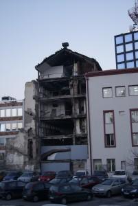 La radio télévision serbe (RTS) a été reconstruire, juste à côté du bâtiment initialement bombardé.