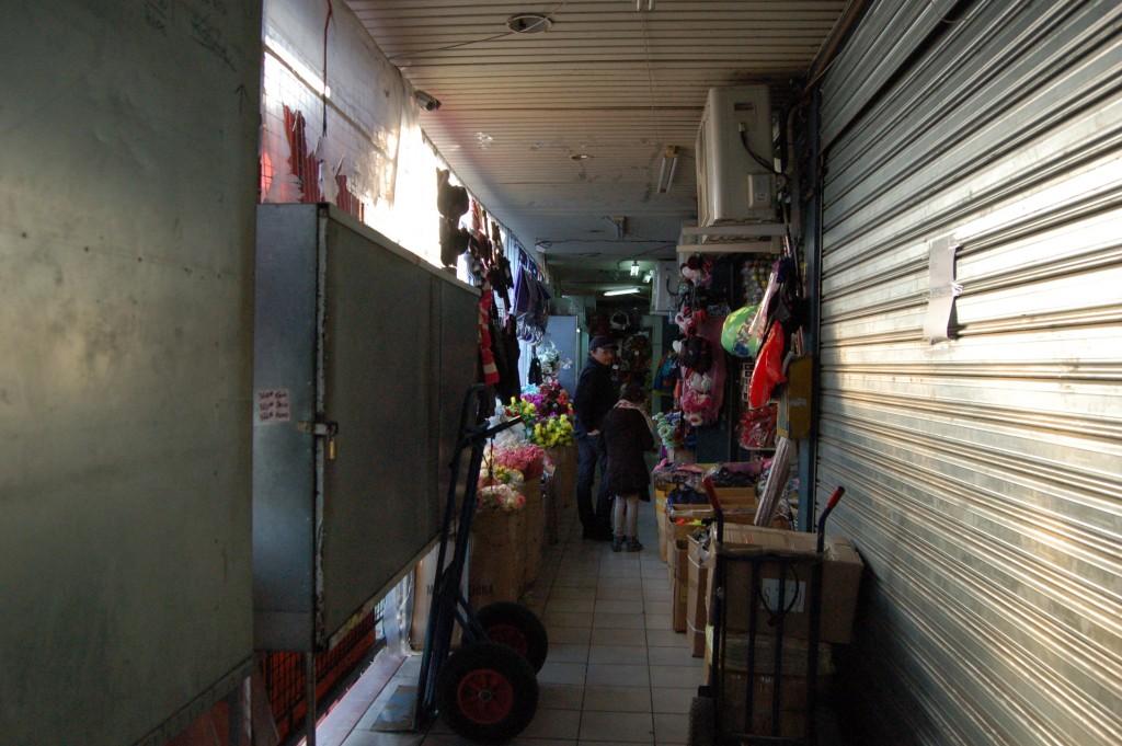 Un des passages à l'étage du marché