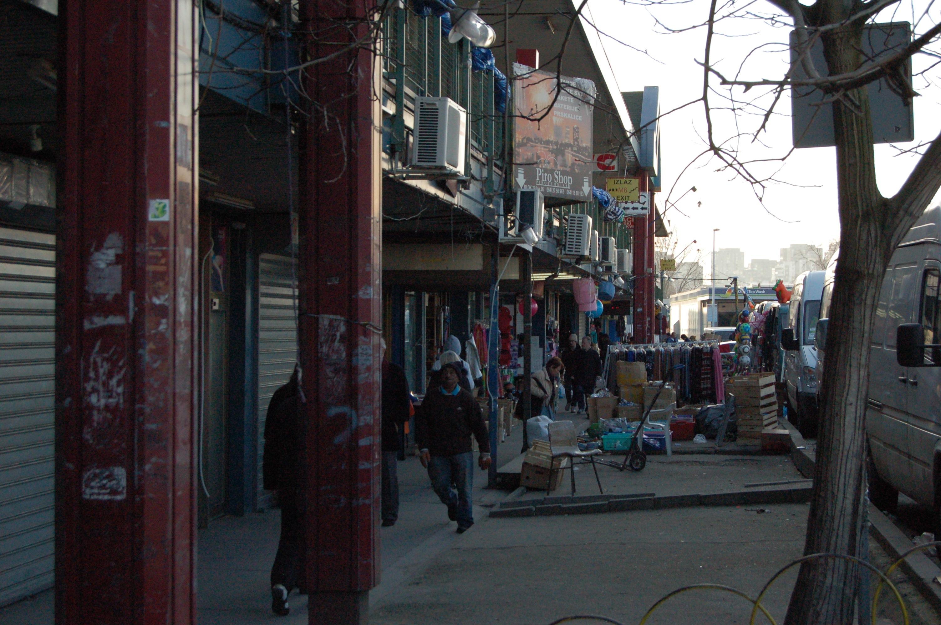 Un des couloirs extérieurs du marché