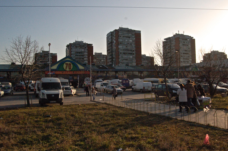 """Le marché est situé à l'entrée du """"bloc"""" résidentiel du même nom."""